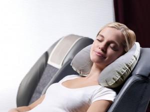 bien-dormir-en-avion-grace-au-coussin-de-voyage